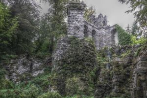 Ruin in a forest by Schuemmel