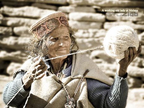 an old lady at malana FB'ed by fotuzlab