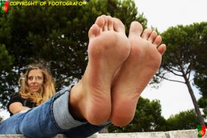 Hollyday Promise: Areana 5 by Footografo
