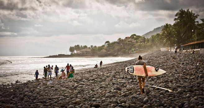 Surfer Girl, El Tunco, El Salvador by largethomas