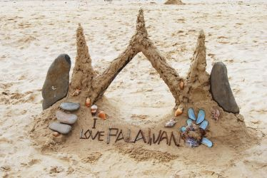 Sandcastle at Cowrie Island by thyalla