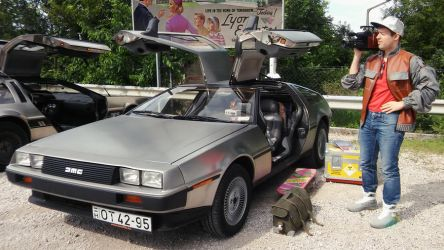 Marty McFly with Delorean 3 by peterszebeni