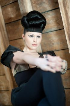 Viktoria Modesta - Upstairs by karohemd