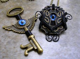 Wire Wrap - Eye have the Key to your Lock by LadyPirotessa
