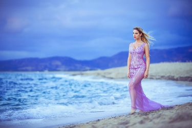 purple dress at the beach (me modeling) by gestiefeltekatze
