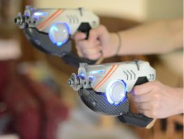 Tracer Pulse Pistols - Overwatch by CheesyKnight