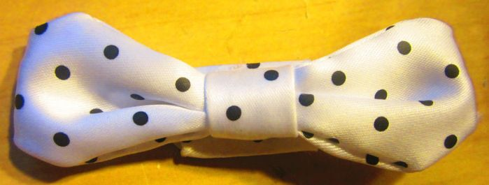 White with Black Dots Bow by 1Kamichama