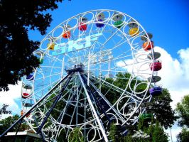 Colorful ferris wheel by Aajla