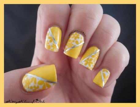 Nail Art: Daisy by KittyKlawzPolish