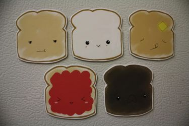 magnets: toast and co. by resubee
