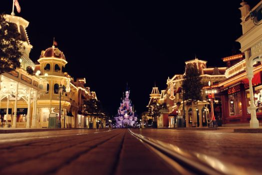 DisneyLand Paris by ClaudiaFMiranda