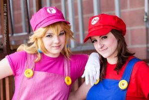 Peach and Mario by Elsa-Cosplay