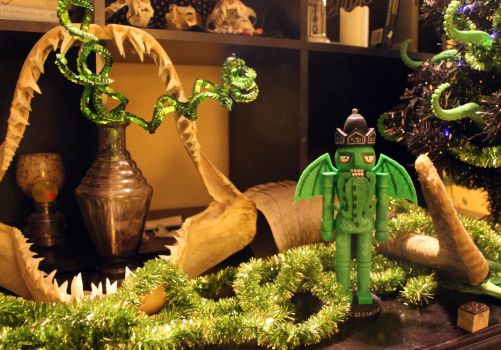 Cthulhu Nutcracker by scumbugg
