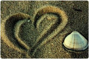 Shell heart and sand by anxiousmonkey