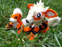 Special Commission:  Arcanine + Growlithe by Rainbowbubbles