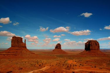 Monument Valley day time shot by esee