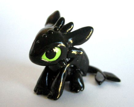 Toothless by DragonsAndBeasties