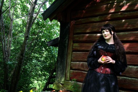 Snow White - The cabin in the woods by Makuro-chan