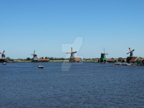 Windmills at De Zaanse Schans by notsoAwesomehobo
