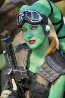 Green Twi'lek close-up by Applenaut