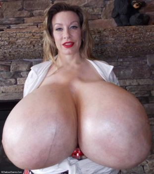 pussy-chelsea-charms-boobs-nsked-makes
