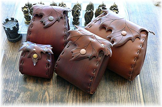 Handmade leather pouches by Eternal-designs-com