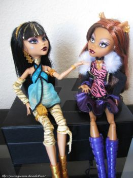Talking about Fashion ft Cleo and Clawdeen by PoisonIgnorance