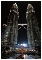 Twins towers by night by KlaraDrielle