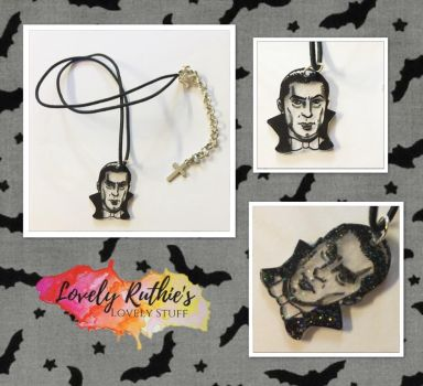 Sparkly Dracula necklace by Lovelyruthie