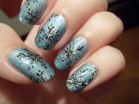 Holographic Snowflake Nail Art by xRixt