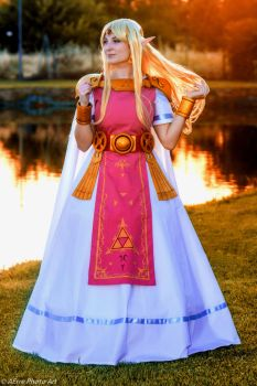 Zelda from A Link Between Worlds (cosplay) by GiuliaZelda