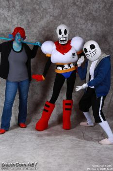 Undertale Cosplay Matsuricon 2017 - Hanging out by FuzzyRedPants