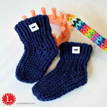 Loom Knit Baby Booties FREE Pattern with Video by LoomaHat