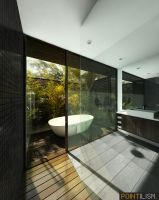 Byron Bay Bathroom by ev-one