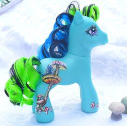The Caterpillar Custom Pony by mayanbutterfly