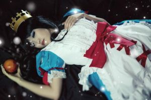 Schneewittchen: Poisonous Dream by Cosmic-Decadence