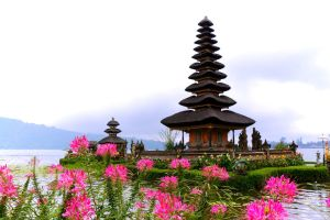 Ulun Danu Temple by Destroth