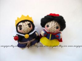 Snow White and Evil Queen Amigurumi by AnyaZoe