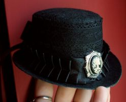 Mini top-hat by Pinkabsinthe