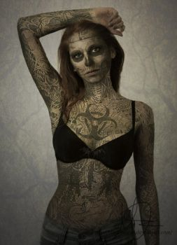 zombie girl by BlackSeszen