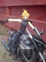 FF7 Cloud Strife Pic 2 by l3xxybaby