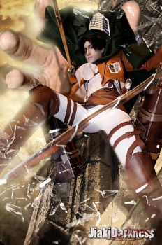 Attack on Titan Cosplay/ Grabbing Crashing by Jiakidarkness