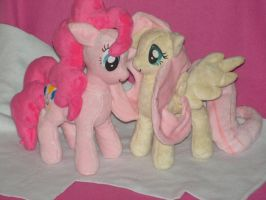 Fluttershy and Pinkie Pie Plushies by KarasuNezumi