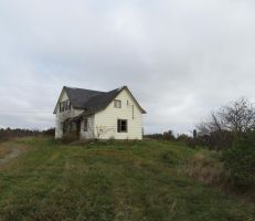 The Abandoned Farmhouse by artistic-touches
