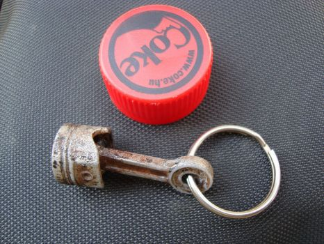 Piston Keychain painted by Lorddarthvik