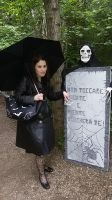 Gothic Lady and Skeleton by saramarconato