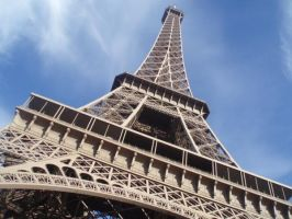 The Eiffel Tower by Sunlandictwin