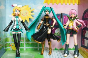 Cosplaying Vocaloids by jen-den1