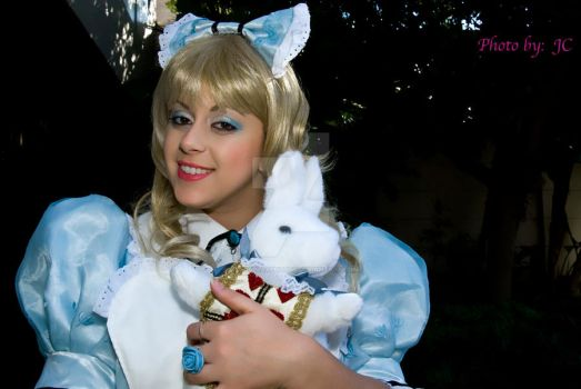 Alice holding white rabbit by MyCosPlayPhotos