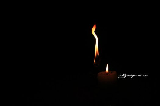 Candlelight Curve by deaisquared